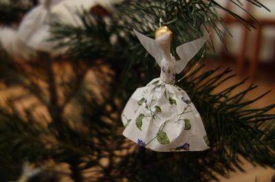 Vorschaubild zur Meldung: Weihnachtliches aus Papier und Pappe