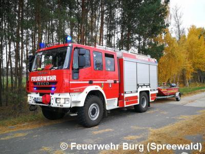 HLF 20/16 und Mehrzweckboot der FF Burg (Spreewald)