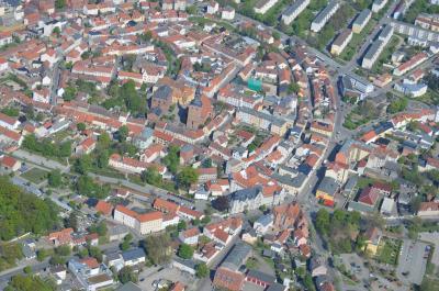 Luftbild von Nauens Kernstadt im Mai 2016.
