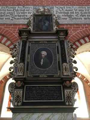 Das Epitaph des Freiherrn von Schirnding ist für die Nachwelt gerettet. (Foto: M. Grosser)