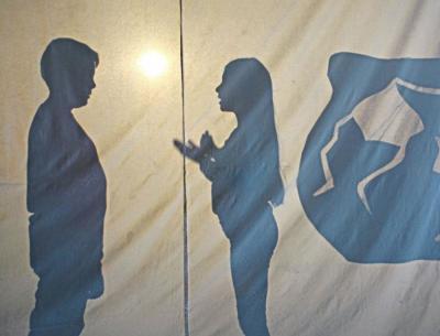 Beim Schultheater wurden Schattenspiele vorgestellt