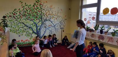Vorlesen unterm 4-Jahreszeiten-Baum
