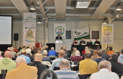 Präsident Uwe Bülau eröffnet die Mitgliederversammlung