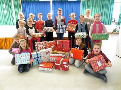 Foto zur Meldung: Aktion Geschenk mit Herz in der Grundschule