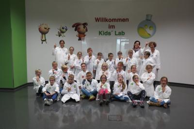Foto zur Meldung: Besuch im Mitmachlabor H2O & Co der BASF