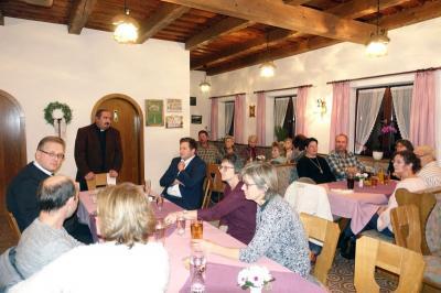 Foto zur Meldung: Pfarrfamilienabend der Pfarrei Prackenbach-Krailing am 16.11.2018 im Pfarrheim