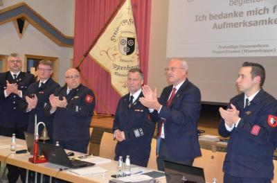 Standing Ovation für Gemeindebrandinspektor Georg Wehner