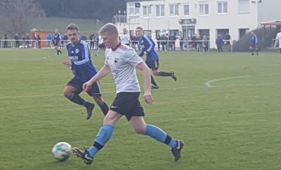 Vorschaubild zur Meldung: Fussball (Bezirksliga) - Wichtiger Heimsieg gegen den SV Gündringen / Kapitän Zimmermann am Knie verletzt