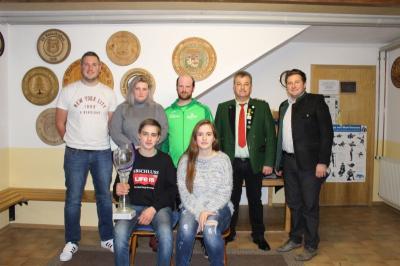 Foto zur Meldung: Freude bei den Edelweißschützen – Der Gemeindepokal bleibt für ein 2. Jahr in Moosbach