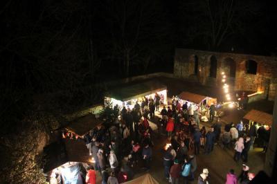 Foto zur Meldung: Adventsmarkt im Burghof