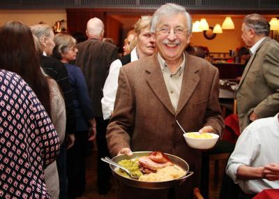 Foto zur Meldung: Sparer ließen es sich schmecken – Fest ein großer Erfolg