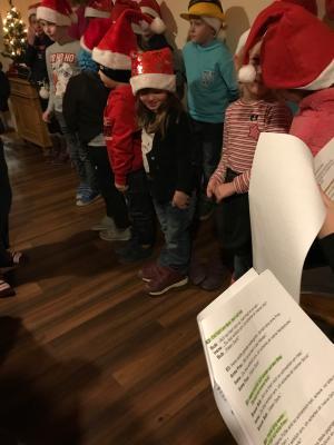 Vorschaubild zur Meldung: Kinderfeuerwehr hat ersten Auftritt mit Weihnachtsprogramm