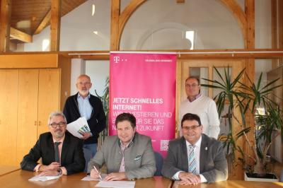 Foto zu Meldung: Schnelles Internet für Prackenbach – Telekom erhält Zuschlag für Netzausbau