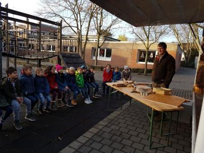 """Vorschaubild zur Meldung: Die """"rollende Waldschule"""" besuchte am 4.12.2018 die Nordschule!"""