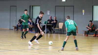 In der C-Jugend Endrunde treffen Demmin ( grüne Trikots )  und Sarow/Pentz erneut aufeinander