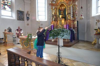 Foto zur Meldung: Der 1. Advent mit Adventskranzsegnung in der Pfarrkirche St. Georg