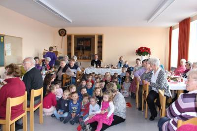 Foto zur Meldung: Der Nikolaus besuchte Kinder und Senioren
