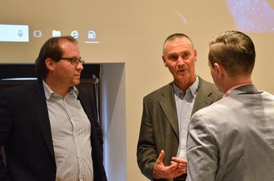 Bürgermeister Manuel Meger im Gespräch mit Andreas Pfaff (m.) vom LBV sowie Nauens Kämmerer Christian Elke (r.).