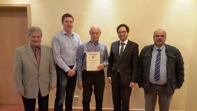 Vorschaubild zur Meldung: Silberne Ehrenkrone der Gemeinde Flieden für Raimund Lauer