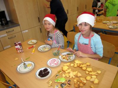Foto zur Meldung: 2018/2019 Weihnachtsbäckerei 3b