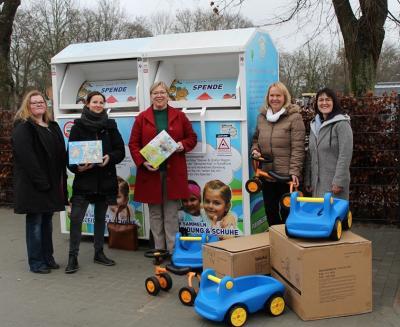 Foto zur Meldung: Stiftung spendiert Spielzeug
