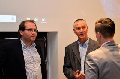 Manuel Meger (l.) im Gespräch mit Andreas Pfaff vom LBV sowie Nauens Kämmerer Christian Elke (r.).