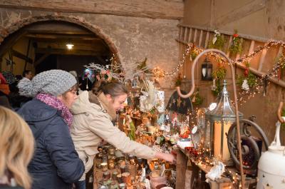 Foto zur Meldung: Nauen - Von Nah und Fern: Nauener Hofweihnacht verzaubert Besucher