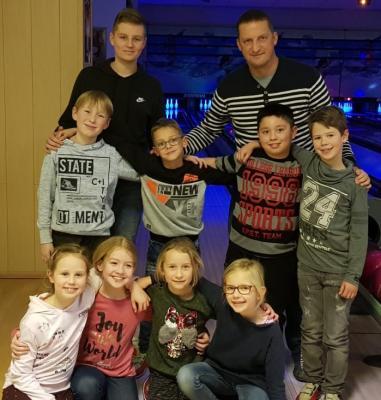 Foto zur Meldung: Weihnachtsbowling der Jüngsten