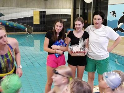 Foto zur Meldung: Schwimmtraining mit blauer Beleuchtung