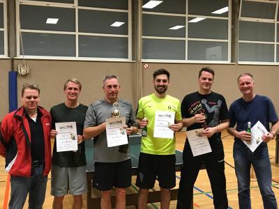 Siegerehrung des Jedermann-Turniers (v.l.): Volker Burgdorf (2. Tischtenniswart), Yannik Preikschas (2.), Olaf Preikschas (1. Platz), Jascha Preikschas (3.), Gerrit Meyer (Gewinner Trostrunde), Frank Burgdorff (3. Platz Hauptrunde)