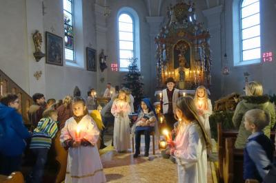 Vorschaubild zur Meldung: Kinderchristmette war in St. Georg Prackenbach seht gut besucht.
