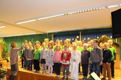 Foto zur Meldung: Weihnachtsfeier in der Grundschule