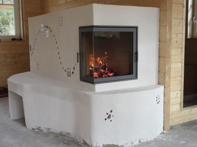 Grundofen mit Ecktüre beim Probebrand nach Fertigstellungersten