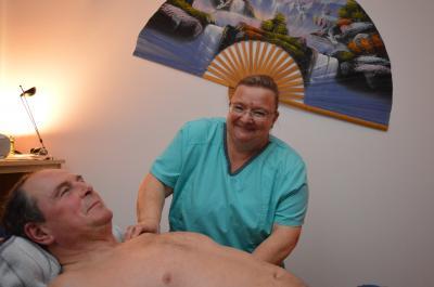 Für eine fachmännische Massage bei Uta Hildebrandt nimmt Herr Dauenheimer sogar eine längere Anfahrt in Kauf.