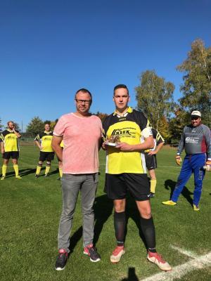 Foto zur Meldung: Sven Meyer als Torschützenkönig der Kreisliga Alte Herren 2017/18 geehrt