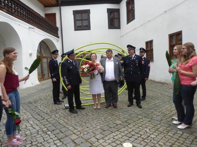 Hochzeitspaar mit FFW Altrandsberg
