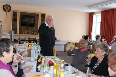 Foto zur Meldung: Die Senioren stießen auf ein neues Jahr an