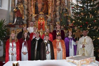Foto zur Meldung: Sternsinger bei den Gottesdiensten an Dreikönig
