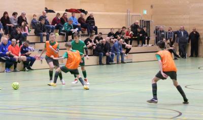 Mit acht Treffern wurde Leon Ott ( links im Bild, oranges Laibchen ) beim Turnier in Ktakow am See Torschützenkönig