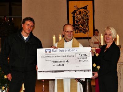 Foto zur Meldung: MGV spendet an die Pfarrei St. Martin in Helmstadt