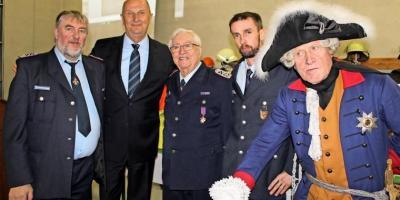 Foto zur Meldung: Großer Bahnhof zur 130-Jahr-Feier der Feuerwehr Görzke