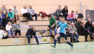 Beim Hallenturnier des SV Fortuna Neuenkirchen in Greifswald erzielte Dominik Bodenteich ( grünes Trikot ) zehn Treffer
