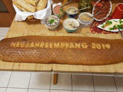 Das Brot mit der Jahreszahl hat Tradition beim Neujahrsempfang