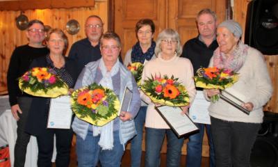 Ehrungen für 40 Jahre im Verein: (von links) 1. Vorsitzender Ullrich Hoffmann mit Heidrun Haas, Udo Ernst, Alice Dreyer, Renate Fette, Brigitte Hanisch, Andreas Dreyer und Ingrid Göhmann.