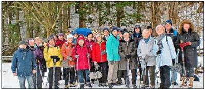 Vorschaubild zur Meldung: Wandern auf schneebedeckten Wegen