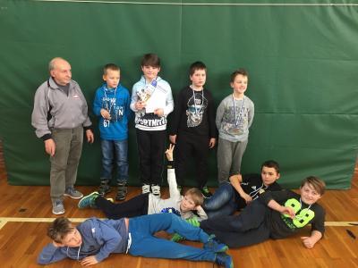 Foto zur Meldung: E-Jugend beim Hallenturnier des HSV im Mittelfeld gelandet