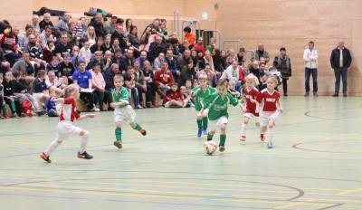 Für die Demminer Bambinis ( grüne Trikots ) steht am Sonntag im Vorrundenturnier der Hallenkreismeisterschaft eine große Herausvorderung an