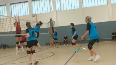 Foto zur Meldung: Volleyballerinnen der TSG Warin erkämpfen den zweiten Tabellenplatz