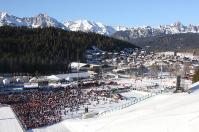 Über 200.000 Zuschauer feierten in Seefeld/Tirol bei der Nordischen Skiweltmeisterschaft ein großes Skifest - Foto: Joachim Hahne / johapress