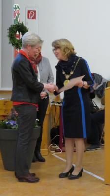 Foto zur Meldung: Ehrenamtspreis für Birgina Reinelt